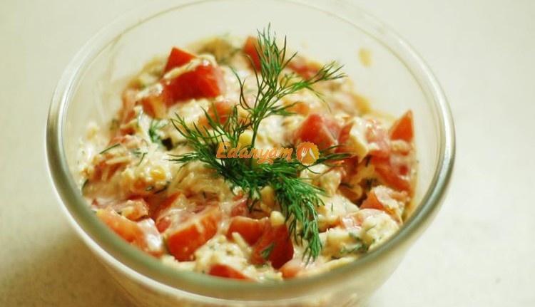 Салат из помидор и сыра пармезан